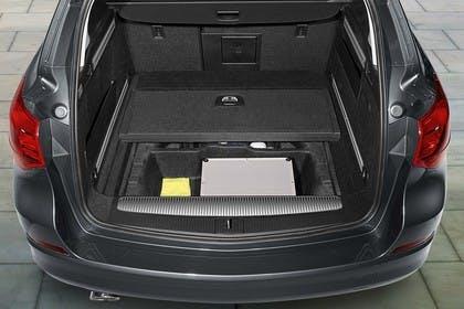 Opel Astra J Sports Tourer Innenansicht Kofferraum statisch schwarz