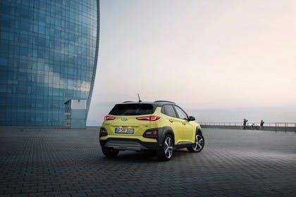 Hyundai Kona OS Aussenansicht Heck schräg statisch grün