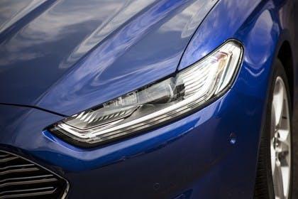 Ford Mondeo Turnier Mk5 Front Scheinwerfer Detail blau