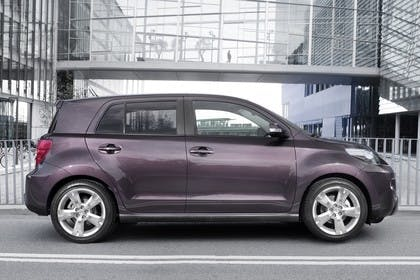 Toyota Urban Cruiser XP11 Aussenansicht Seite statisch violett