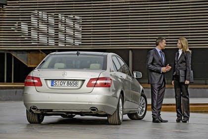 Mercedes E-Klasse W212 Aussenansicht Heck statisch silber