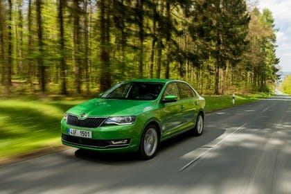 Skoda Rapid Limousine NH Front dynamisch grün