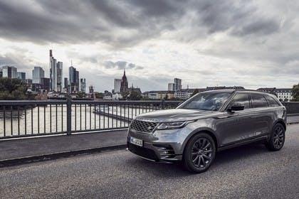 Land Rover Range Rover Velar Aussenansicht Front schräg statisch grau