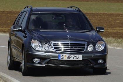 Mercedes Benz E-Klasse T-Modell (S211) Aussenansicht Front dynamisch grau