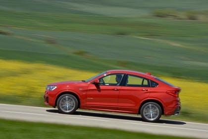 BMW X4 Aussenansicht Seite dynamisch rot