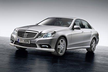 Mercedes E-Klasse W212 Aussenansicht Studio Front schräg statisch silber
