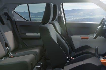 Suzuki Ignis FF21S Innenansicht statisch Rücksitze Vordersitze und Armaturenbrett beifahrerseitig