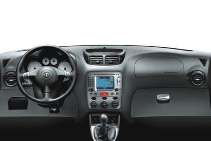 Alfa Romeo 147 Fünftürer 937 Studio Innenansicht Cockpit statisch schwarz
