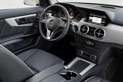 Mercedes Benz Innenansicht Beifahrersicht statisch schwarz
