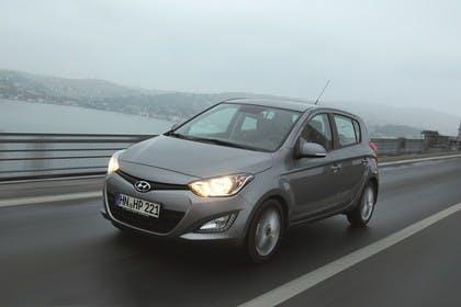 Hyundai i20 Aussenansicht Front schräg dynamisch grau