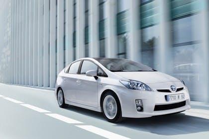 Toyota Prius ZVW30 Aussenansicht Front dynamisch weiss