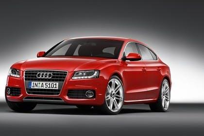 Audi A5 Sportback Aussenansicht Front schräg Studio statisch rot