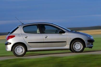 Peugeot 206 Fünftürer Aussenansicht Seite dynamisch silber