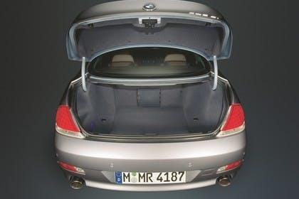 BMW 6er Coupé E63 Aussenansicht statisch Studio Kofferraum