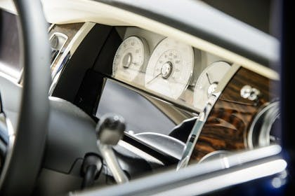 Rolls-Royce Ghost Innenasicht statisch Studio Detail Tacho