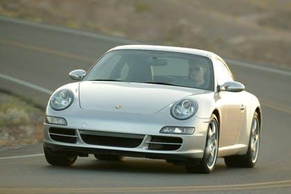 Porsche 911 Carrera 997.1 Aussenansicht Front schräg dynamisch silber