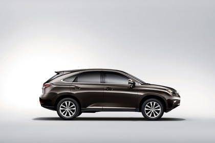 Lexus RX AL1 Studio Aussenansicht Seite statisch braun