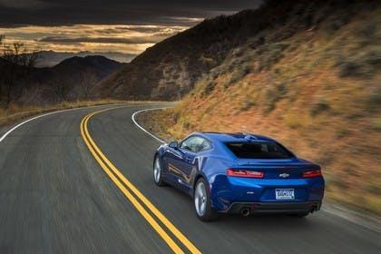 Chevrolet Camaro SS Aussenansicht Heck schräg dynamisch blau