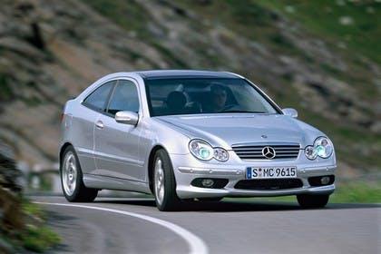 Mercedes C-Klasse Sportcoupe W203 Aussenansicht  Front schräg dynamisch silber