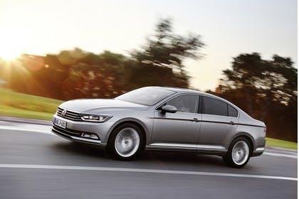 VW Passat B8 Aussenansicht  Seite schräg dynamisch silber