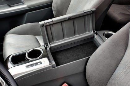 Toyota Prius+ XW30 Innenansicht statisch Detail Mittelkonsole