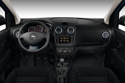 Dacia Lodgy SD Innenansicht statisch Studio Vordersitze und Armaturenbrett