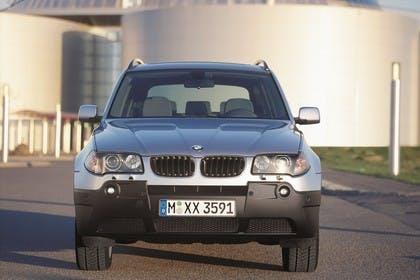 BMW X3 E83 Aussenansicht Front statisch blau