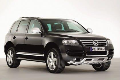 VW Touareg 7L Aussenansicht Front schräg statisch Studio schwarz