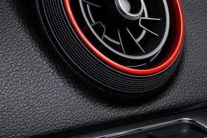 Audi RS3 Innenansicht DetailLüftungsdüse statisch schwarz