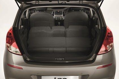 Hyundai i20 Aussenansicht Heck Kofferraum geöffnet statisch hellbraun