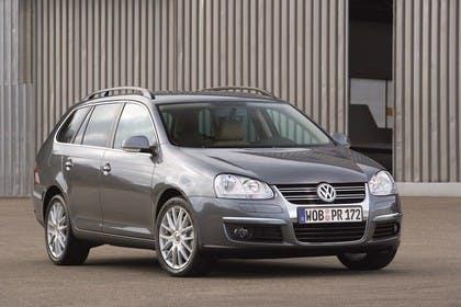 VW Golf 5 Variant Aussenansicht Front schräg statisch grau