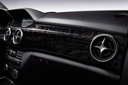 Mercedes Benz Studio Innenansicht Detail Armaturenbrett statisch schwarz