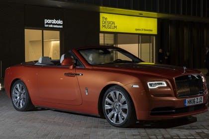 Rolls-Royce Dawn Aussenansicht Seite schräg statisch orange