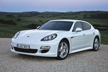 Porsche Panamera 970 Aussenansicht Front schräg statisch weiss