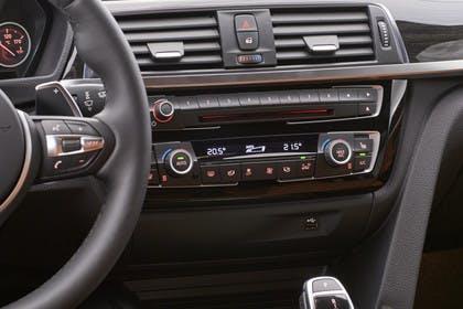 BMW 3er GT F34 Innenansicht Detail Mittelkonsole Studio statisch schwarz