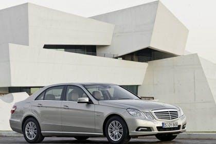 Mercedes E-Klasse W212 Aussenansicht Seite schräg statisch silber