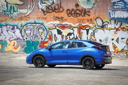 Honda Civic 9 Fünftürer Aussenansicht Seite schräg statisch blau