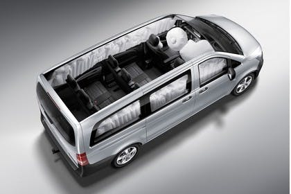 Mercedes-Benz Vito Tourer W447 Aussenansicht Seite schräg erhöht statisch silber Detail Airbags