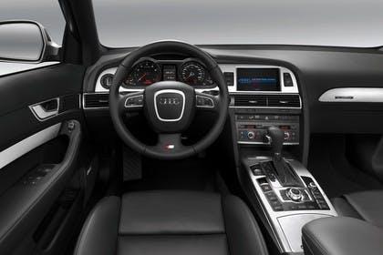 Audi A6 4F Avant Innenansicht Fahrerposition Studio statisch schwarz