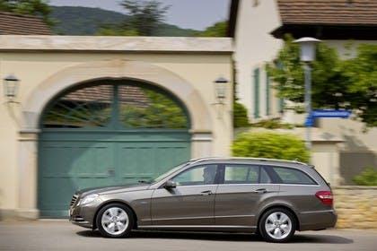 Mercedes E-Klasse T-Modell S212 Aussenansicht Seite dynamisch gold