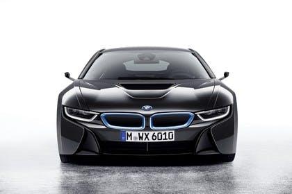 BMW i8 Aussenansicht Front Studio statisch schwarz