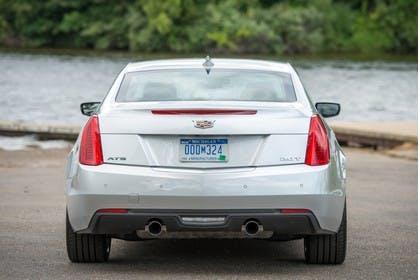 Cadillac ATS Coupé Aussenansicht Heck statisch silber