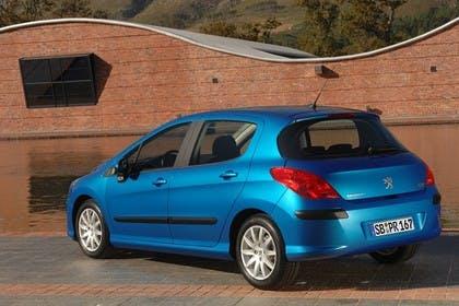 Peugeot 308 Fünftürer Aussenansicht Heck schräg statisch blau