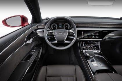 Audi A8 4N Innenansicht statisch Studio Vordersitze und Armaturenbrett fahrerseitig