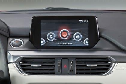 Mazda 6 Kombi GJ Innenansicht statisch Studio Detail Infotainmentbildschrim