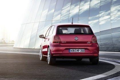 VW Polo 6R Facelift Fünftürer Aussenansicht Heck schräg statisch rot