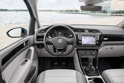 VW Touran 2 Innenansicht Fahrerposition statsisch grau