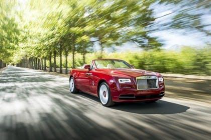 Rolls-Royce Dawn Aussenansicht Front schräg dynamisch rot