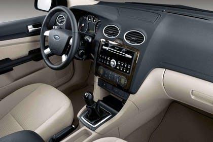 Ford Focus MK2 Studio Innenansicht Beifahrerposition statisch beige schwarz