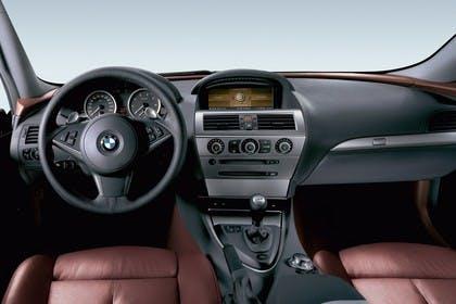 BMW 6er Coupé E63 Innenansicht statisch Studio Vordersitze und Armaturenbrett